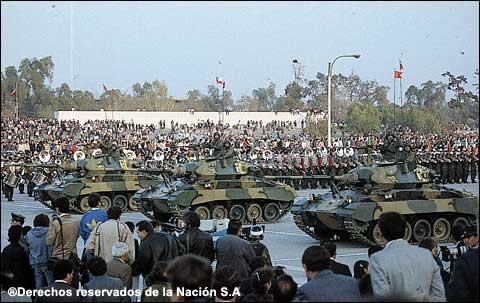 20061211011355-desfile.jpg