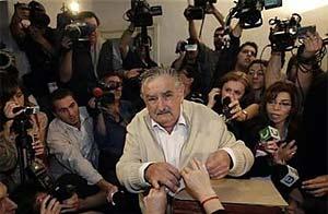 20091130020322-mujica.jpg