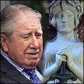 Juez despacha serie de diligencias para descubrir oro de Pinochet
