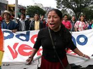 Ecuador decide su futuro en medio de grave crisis institucional