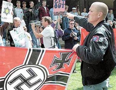 20070219013932-neonazi.jpg