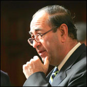 Distincion a Ministro Carlos Cerda por defensa de los DDHH durante la dictadura.