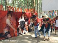 Miembros de la oposición retratados como prostitutas en un campamento para jóvenes rusos.