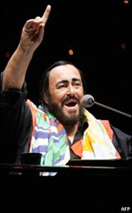 20070908023804-pavarotti.jpg