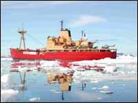 Armada limpia zona de naufragio en la Antártica