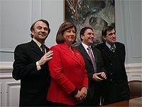 20080608003219-politicos.jpg