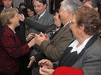 Bachelet reitera llamado a la derecha a dar voto a chilenos en el exterior