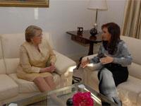 Bachelet y Fernández definen actos por 30 años de mediación