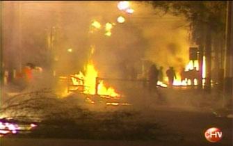 Dos muertos y 19 carabineros heridos en enfrentamientos por el 11