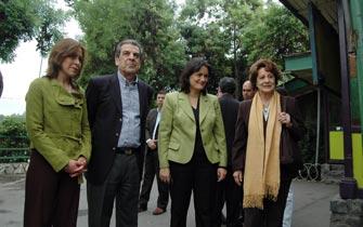 Ángela Jeria: Dejar que los perros ladren, que es señal que galopamos