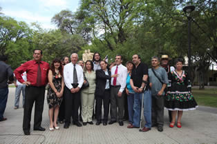 Frei se compromete a estudiar protección social para chilenos en el extranjero