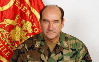 Gobierno designa a general Fuente-Alba como sucesor de Izurieta en el Ejército
