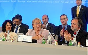 Comunidad internacional ovaciona a Michelle Bachelet