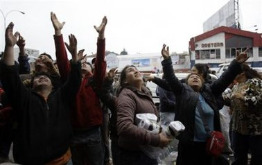 Saqueadores asolan Concepción; Bachelet envía más militares