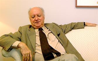 Otorgan nacionalidad española a escritor chileno Jorge Edwards
