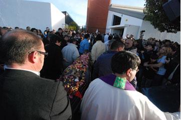 20130417205328-funeral.jpg