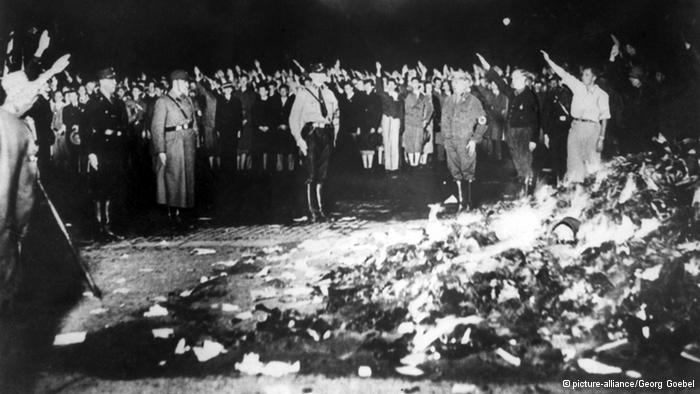 HISTORIA. 10 de mayo 1933: Quema de libros por los nazis