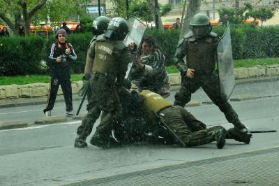 20140924012033-represion-en-marcha-arcis.jpg