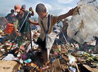 Buscando en la basura en Nicaragua.