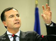 Franco Frattini habla de reformar los servicios secretos europeos.