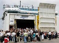 Ciudadanos griegos esperan ser evacuados desde Beirut.