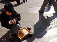 Limpiando zapatos en Bolivia.